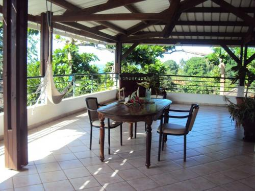 Hotels mayotte toit de may 39 h te comores online for Chambre d hote mayotte